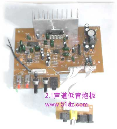 炮板 低音输出功率50w,供电电压:dc12v,电流:1a-5a    本电路采用进口
