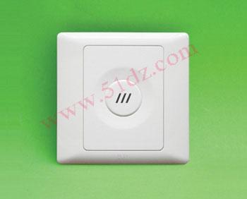 产生脉冲电流,这时声光控制开关电路就连通起作用